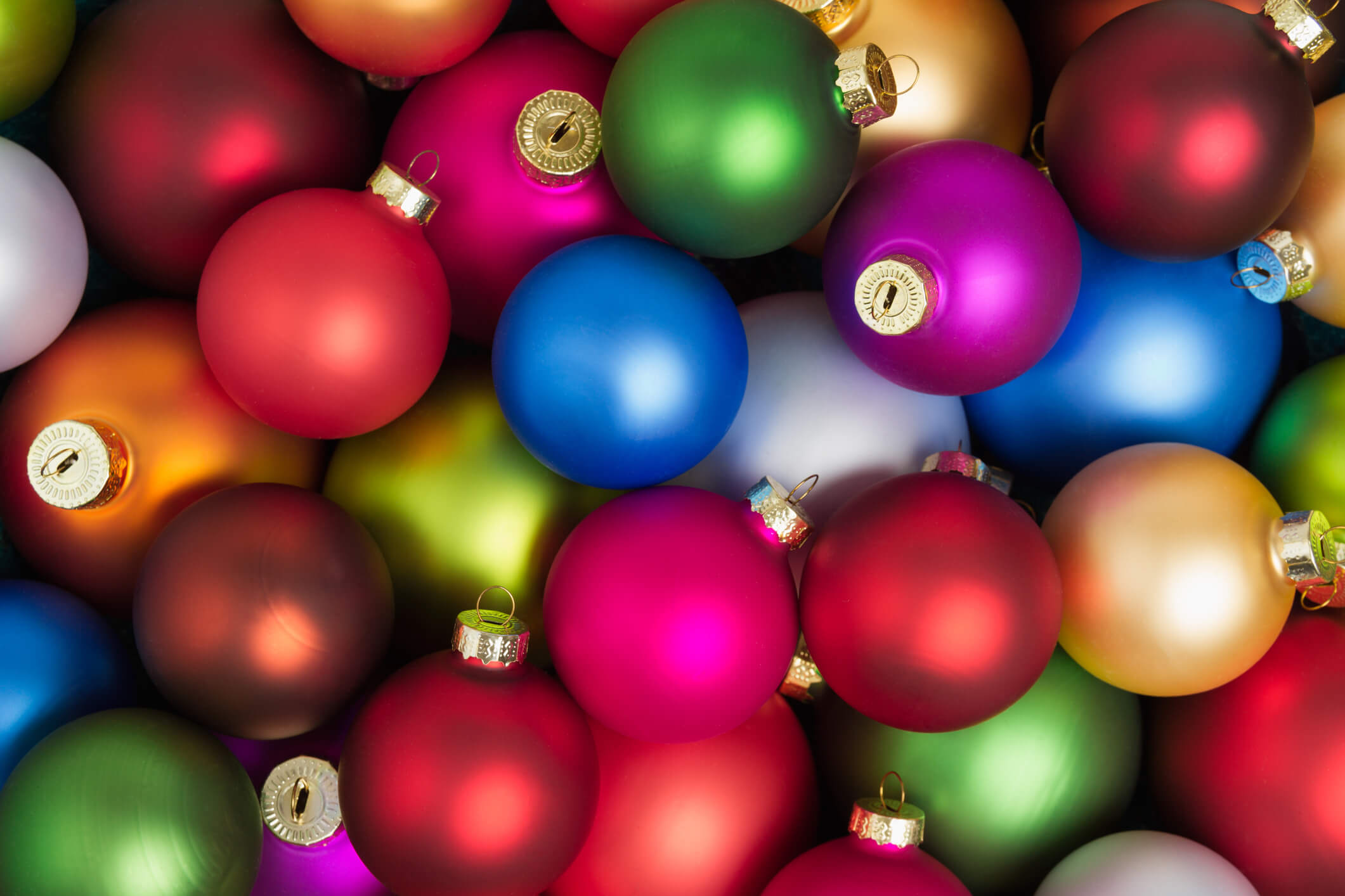 Fun and engaging ways to paint Christmas ball ornaments this holiday season